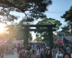 筥崎宮本殿から参道への写真
