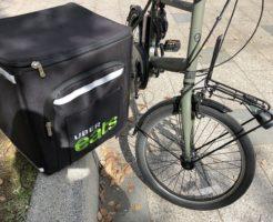 ウーバーイーツ黒バックと電動自電車